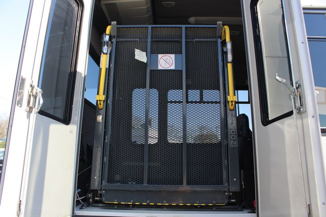 2008 Chevrolet C5500 Supreme SHUTTLE BUS - WHEELCHAIR LIFT! Mooresville , NC 6