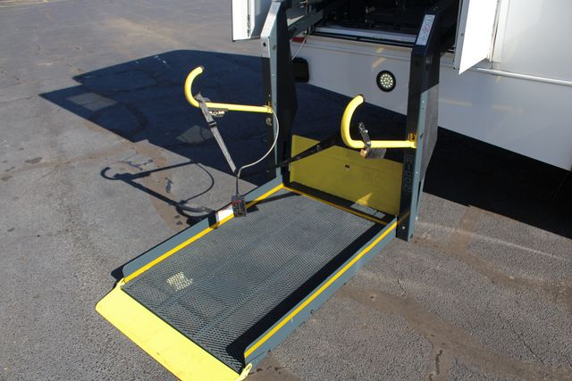 2008 Chevrolet C5500 Supreme SHUTTLE BUS - WHEELCHAIR LIFT! Mooresville , NC 23