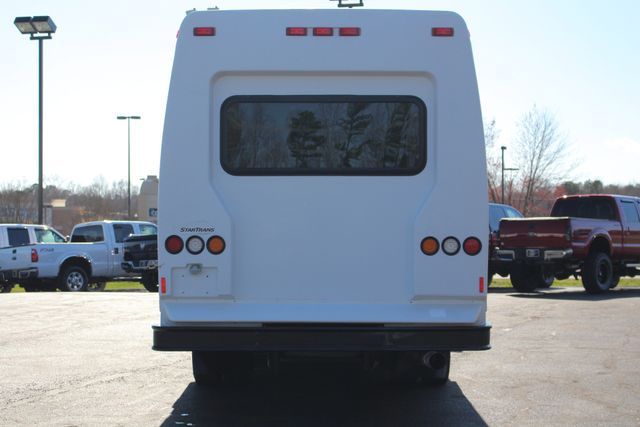2008 Chevrolet C5500 Supreme SHUTTLE BUS - WHEELCHAIR LIFT! Mooresville , NC 17