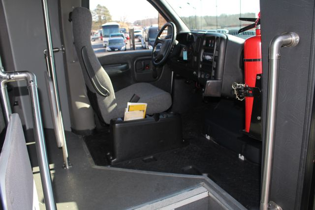 2008 Chevrolet C5500 Supreme SHUTTLE BUS - WHEELCHAIR LIFT! Mooresville , NC 28