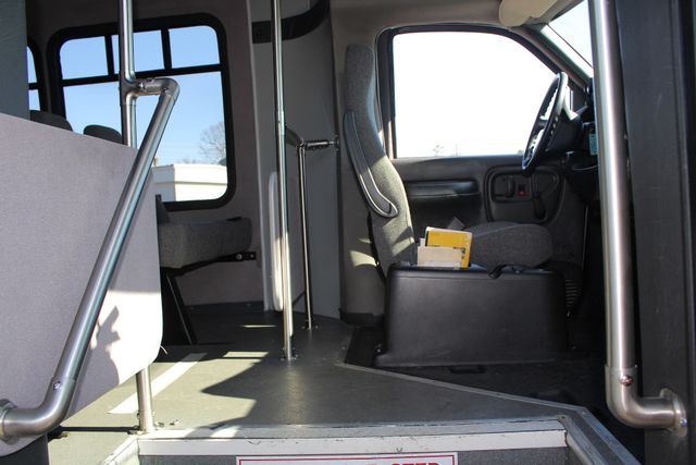 2008 Chevrolet C5500 Supreme SHUTTLE BUS - WHEELCHAIR LIFT! Mooresville , NC 13