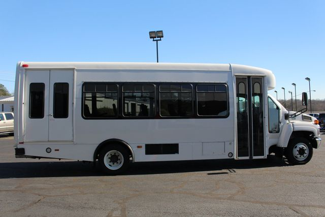 2008 Chevrolet C5500 Supreme SHUTTLE BUS - WHEELCHAIR LIFT! Mooresville , NC 14