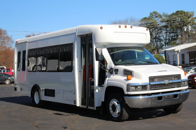 2008 Chevrolet C5500 Supreme SHUTTLE BUS - WHEELCHAIR LIFT! Mooresville , NC 19