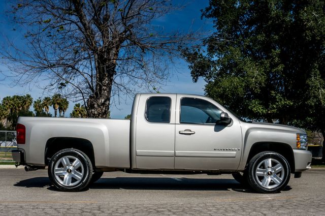 "2008 Chevrolet Silverado 1500 LT w/1LT - AUTO - 20"" WHEELS Reseda, CA 5"