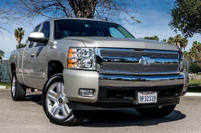 "2008 Chevrolet Silverado 1500 LT w/1LT - AUTO - 20"" WHEELS Reseda, CA 38"