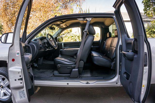 "2008 Chevrolet Silverado 1500 LT w/1LT - AUTO - 20"" WHEELS Reseda, CA 25"