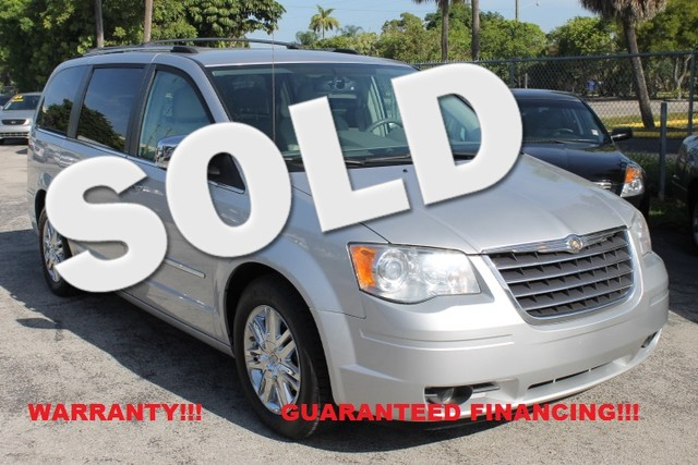 2008 Chrysler Town  Country Limited  WARRANTY CARFAX CERTIFIED AUTOCHECK CERTIFIED 1OWNER