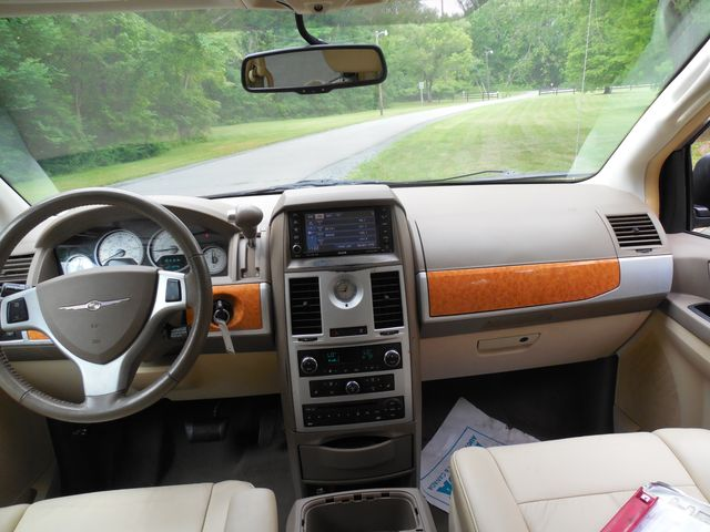 2008 Chrysler Town & Country Limited Leesburg, Virginia 30