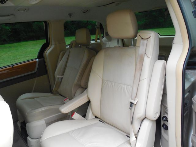 2008 Chrysler Town & Country Limited Leesburg, Virginia 26
