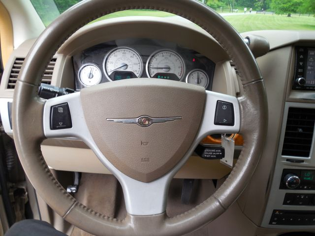 2008 Chrysler Town & Country Limited Leesburg, Virginia 32