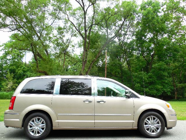 2008 Chrysler Town & Country Limited Leesburg, Virginia 8