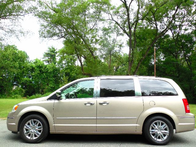 2008 Chrysler Town & Country Limited Leesburg, Virginia 10