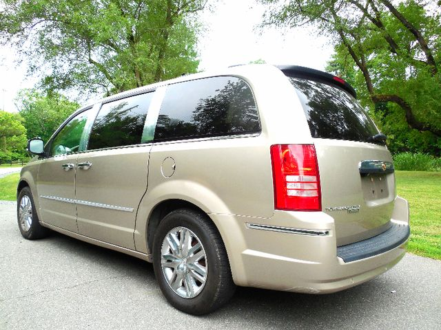 2008 Chrysler Town & Country Limited Leesburg, Virginia 6