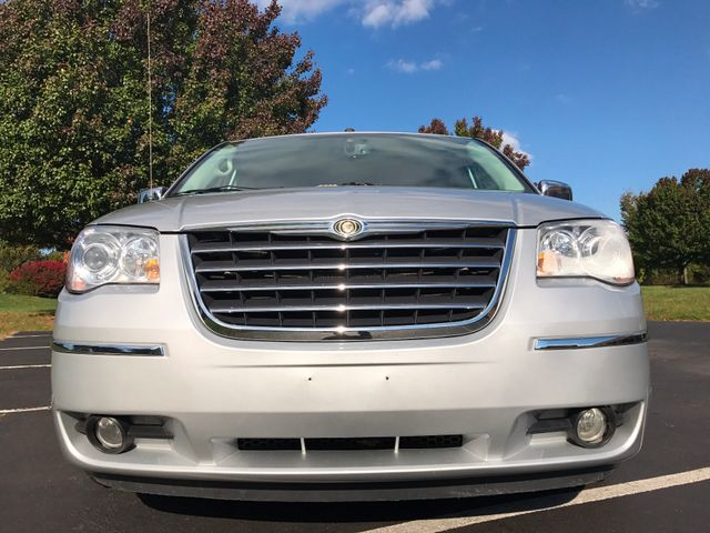 2008 Chrysler Town & Country Limited Leesburg, Virginia 7