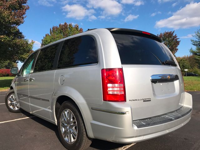 2008 Chrysler Town & Country Limited Leesburg, Virginia 2