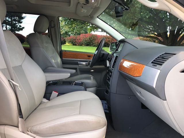 2008 Chrysler Town & Country Limited Leesburg, Virginia 16