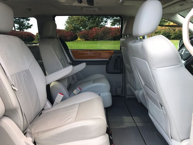 2008 Chrysler Town & Country Limited Leesburg, Virginia 12