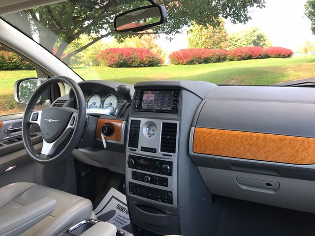 2008 Chrysler Town & Country Limited Leesburg, Virginia 18