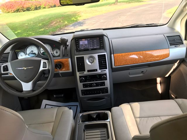 2008 Chrysler Town & Country Limited Leesburg, Virginia 20