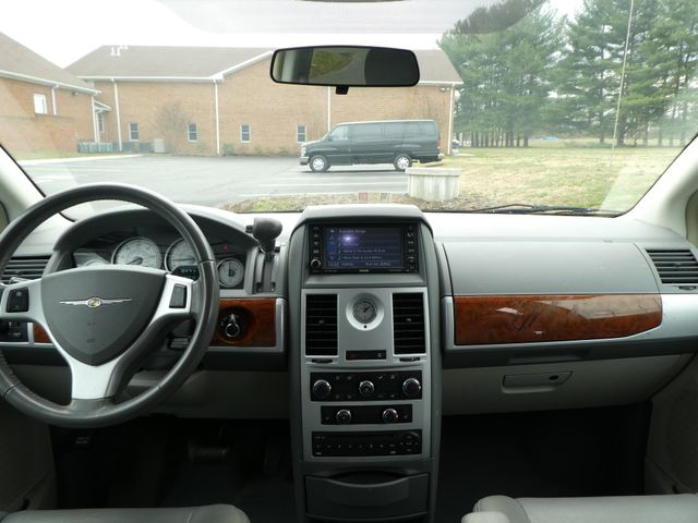 2008 Chrysler Town & Country Touring Leesburg, Virginia 19