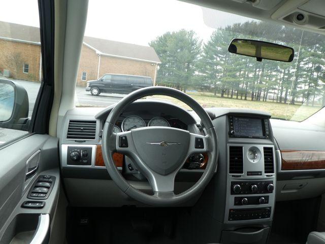 2008 Chrysler Town & Country Touring Leesburg, Virginia 16
