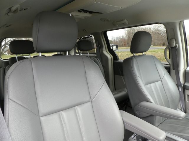 2008 Chrysler Town & Country Touring Leesburg, Virginia 9