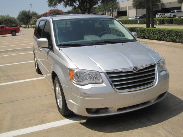 2008 Chrysler Town & Country Touring, Leather, Quads, pwr/doors/liftgate, Low Miles Plano, Texas 1