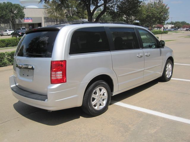 2008 Chrysler Town & Country Touring, Leather, Quads, pwr/doors/liftgate, Low Miles Plano, Texas 11