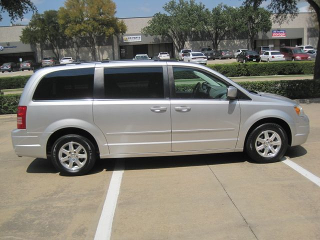 2008 Chrysler Town & Country Touring, Leather, Quads, pwr/doors/liftgate, Low Miles Plano, Texas 6