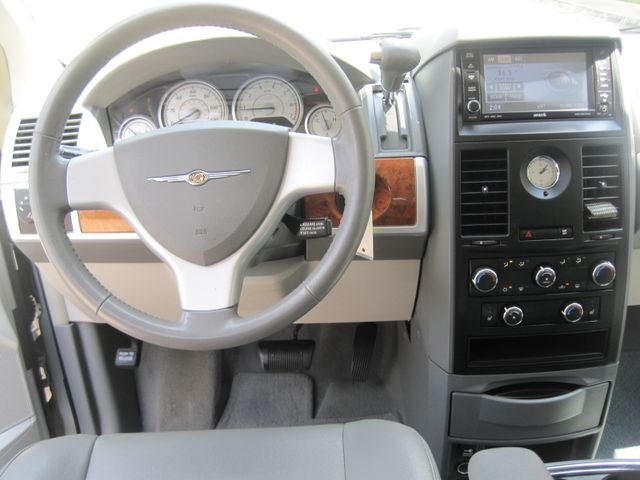 2008 Chrysler Town & Country Touring, Leather, Quads, pwr/doors/liftgate, Low Miles Plano, Texas 25