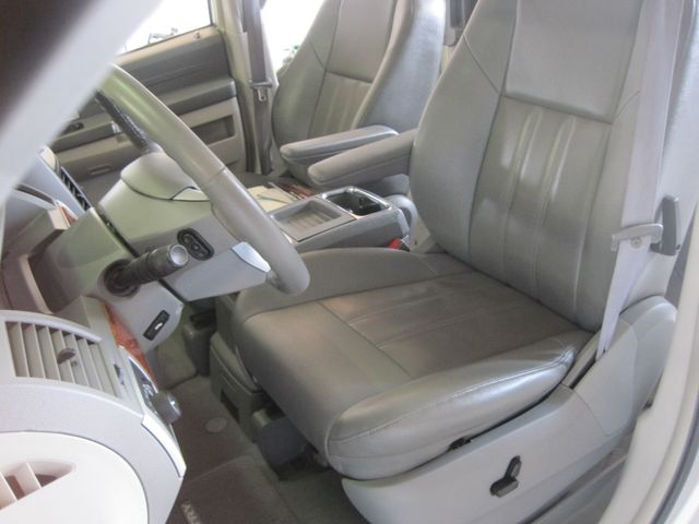 2008 Chrysler Town & Country Touring, Leather, Quads, pwr/doors/liftgate, Low Miles Plano, Texas 13