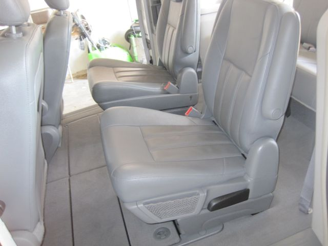 2008 Chrysler Town & Country Touring, Leather, Quads, pwr/doors/liftgate, Low Miles Plano, Texas 15