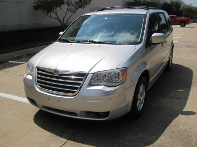 2008 Chrysler Town & Country Touring, Leather, Quads, pwr/doors/liftgate, Low Miles Plano, Texas 3