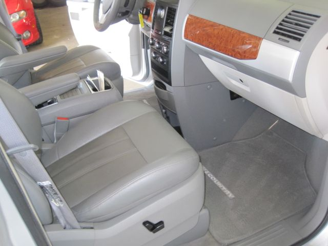 2008 Chrysler Town & Country Touring, Leather, Quads, pwr/doors/liftgate, Low Miles Plano, Texas 18