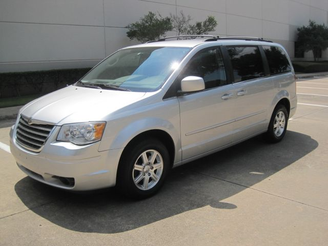 2008 Chrysler Town & Country Touring, Leather, Quads, pwr/doors/liftgate, Low Miles Plano, Texas 4