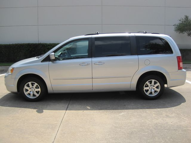 2008 Chrysler Town & Country Touring, Leather, Quads, pwr/doors/liftgate, Low Miles Plano, Texas 5