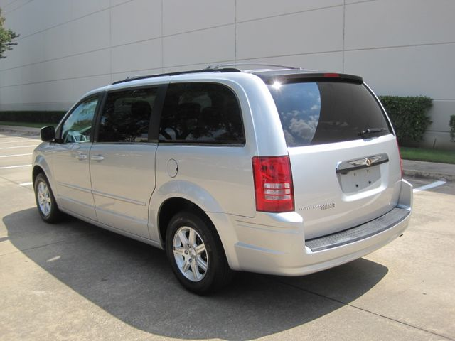 2008 Chrysler Town & Country Touring, Leather, Quads, pwr/doors/liftgate, Low Miles Plano, Texas 7