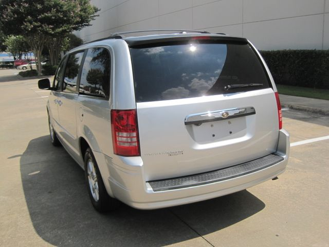 2008 Chrysler Town & Country Touring, Leather, Quads, pwr/doors/liftgate, Low Miles Plano, Texas 8