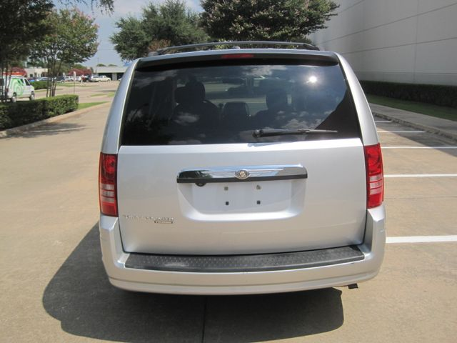 2008 Chrysler Town & Country Touring, Leather, Quads, pwr/doors/liftgate, Low Miles Plano, Texas 9