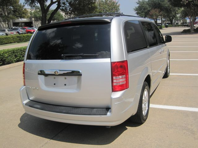 2008 Chrysler Town & Country Touring, Leather, Quads, pwr/doors/liftgate, Low Miles Plano, Texas 10