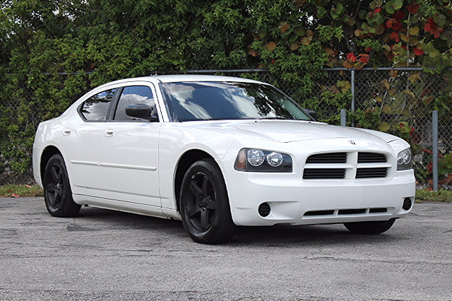 2008 Dodge Charger  WARRANTY CARFAX CERTIFIED AUTOCHECK CERTIFIED FLORIDA VEHICLE TRADES WE