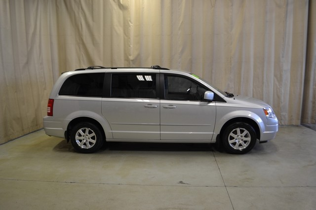 2008 Chrysler Town & Country Touring Roscoe, Illinois 0