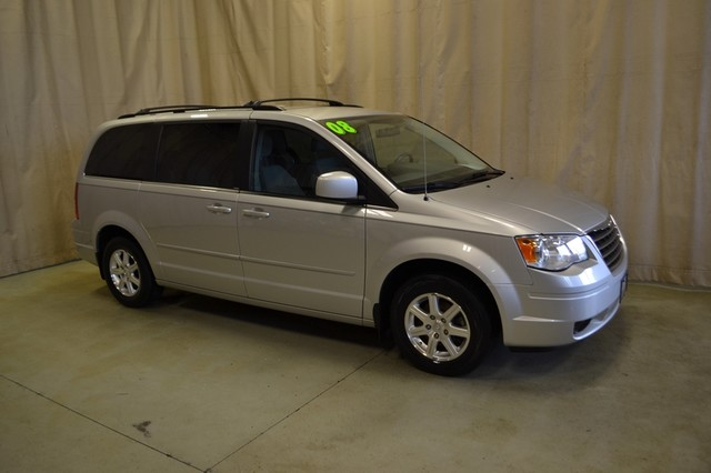 2008 Chrysler Town & Country Touring Roscoe, Illinois 1