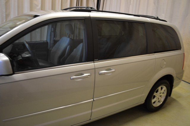2008 Chrysler Town & Country Touring Roscoe, Illinois 10