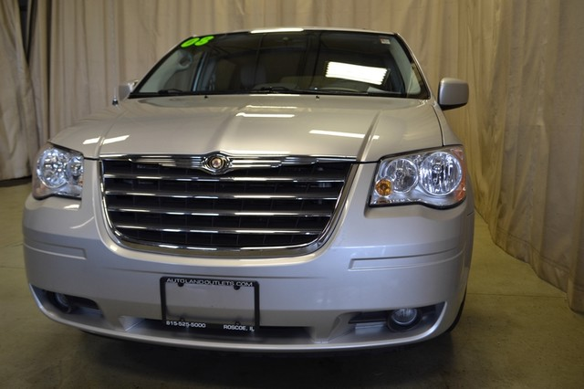 2008 Chrysler Town & Country Touring Roscoe, Illinois 13