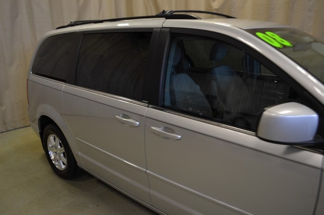 2008 Chrysler Town & Country Touring Roscoe, Illinois 5