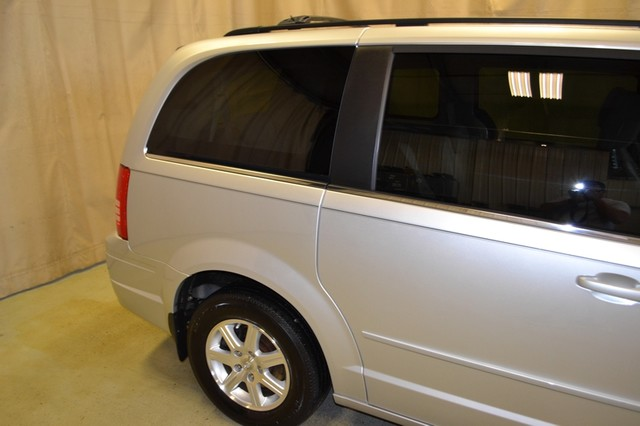 2008 Chrysler Town & Country Touring Roscoe, Illinois 6