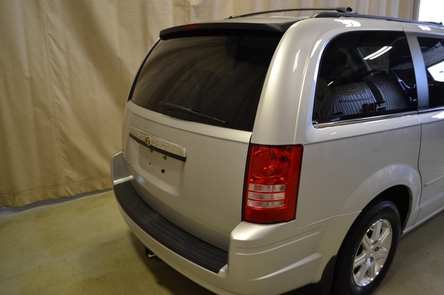 2008 Chrysler Town & Country Touring Roscoe, Illinois 7