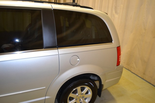 2008 Chrysler Town & Country Touring Roscoe, Illinois 9