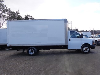 2008 GMC 3500 16FT Cube Van Hoosick Falls, New York 2